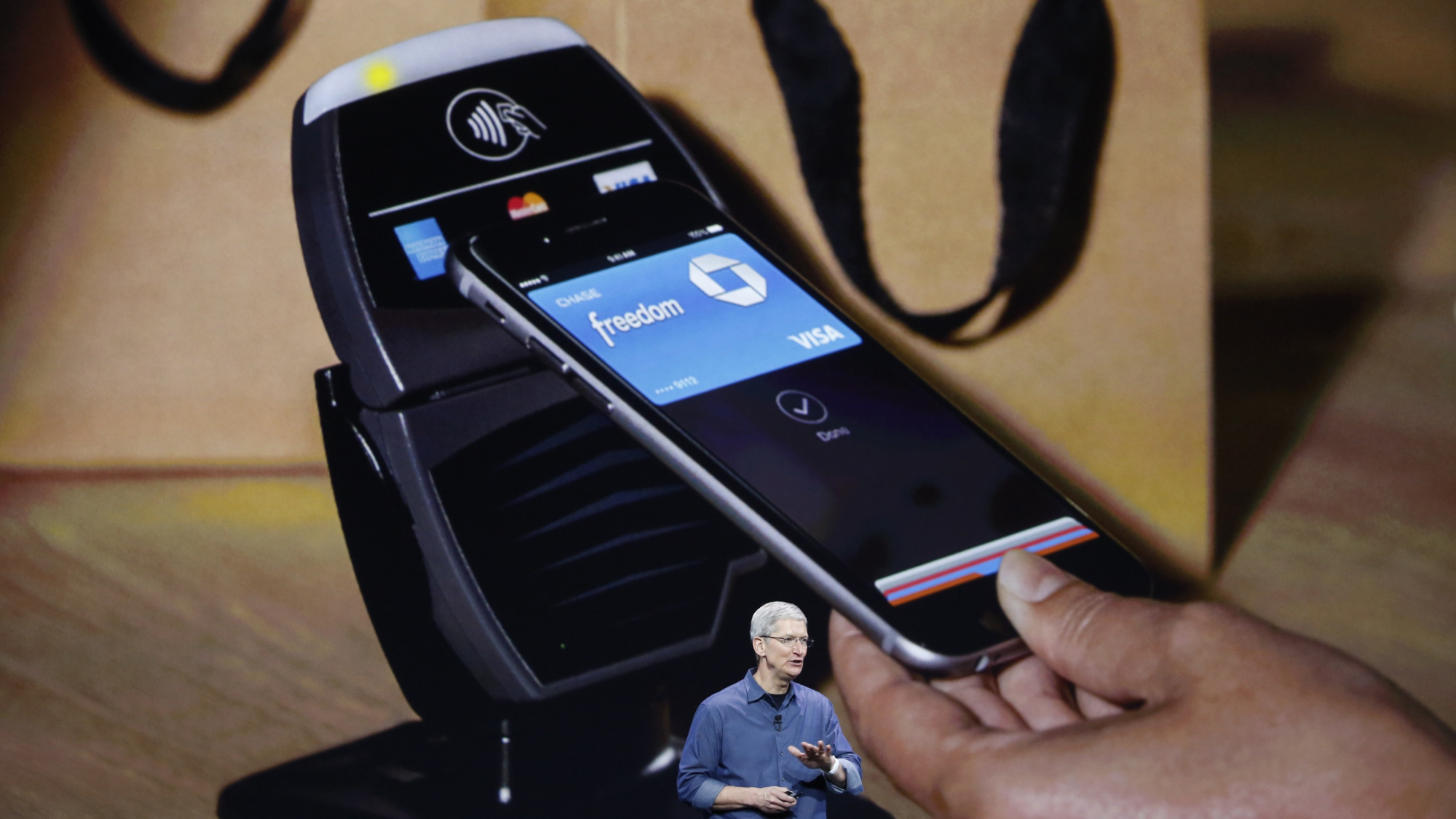 apple-pay-tim-cook