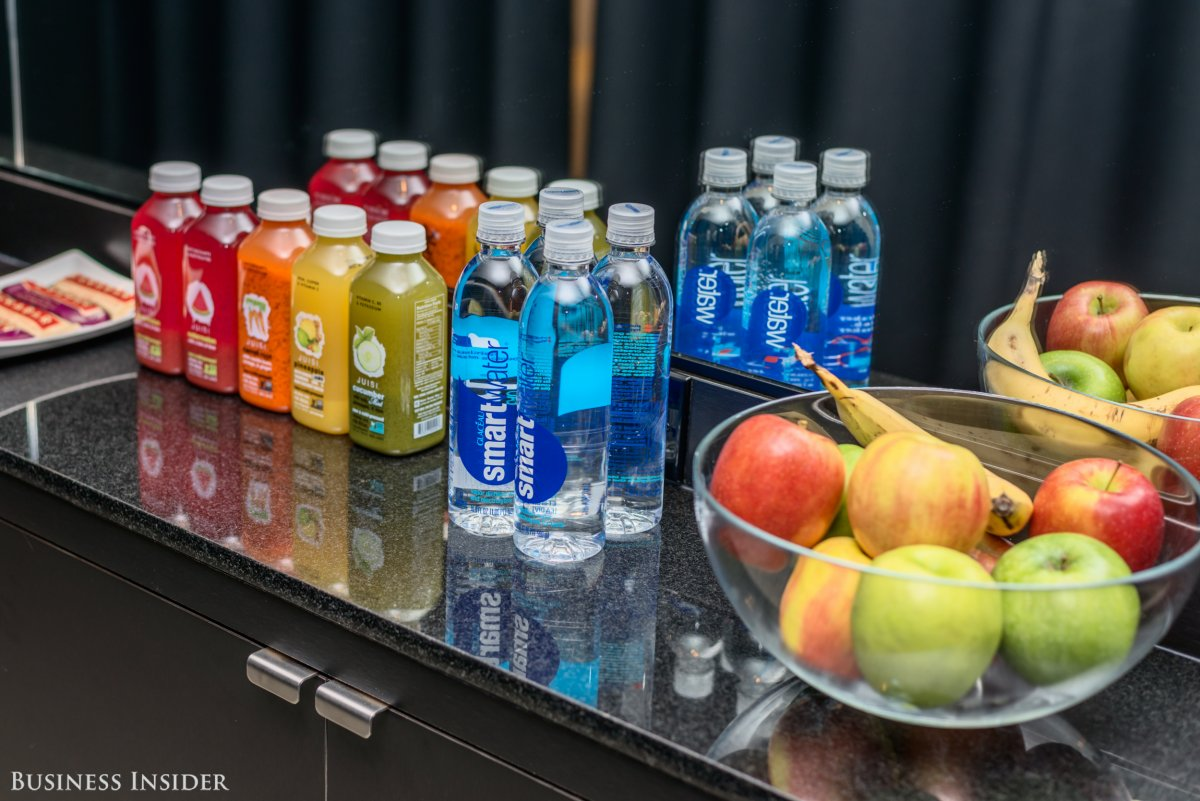 nike-offers-its-clients-lara-bars-juices-fruit-and-water-for-post-workout-snacks